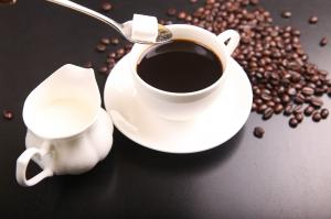 Nechcete utrácet za drahý kávovar? Výbornou kávu si můžete připravit i bez něj!