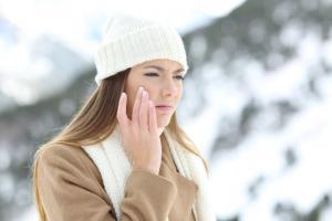 Chyby při péči o suchou pleť v zimě: Vyvarujte se jich a budete se cítit lépe!