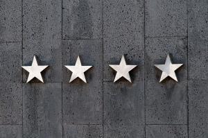 Podle hodnocení firem zákazníci vybírají. Dbáte na kladné reference?