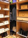 Šatna nebo vestavěná skříň?