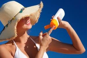 Sluneční kosmetika aneb Na co v létě nezapomenout