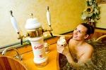 Pivní koupel nejen pro hospodské štamgasty