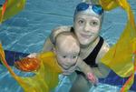 Plavání miminek a batolat. Díky plavání můžete u dětí předejít dyslexii i hyperaktivitě!