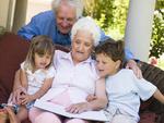 Prázdniny u babičky a dědy. Kazí prarodiče vaše děti?