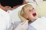 Dítě u zubaře. Jaké jsou možnosti ošetření zubního kazu?