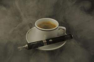 Klasické vs. elektronické cigarety a jejich vliv na lidské zdraví